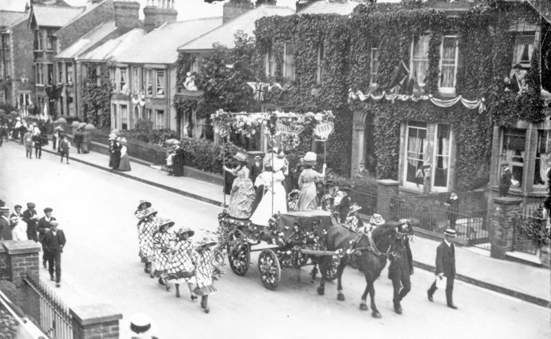 Celebratory process for the 1911 Coronation in Newton Road
